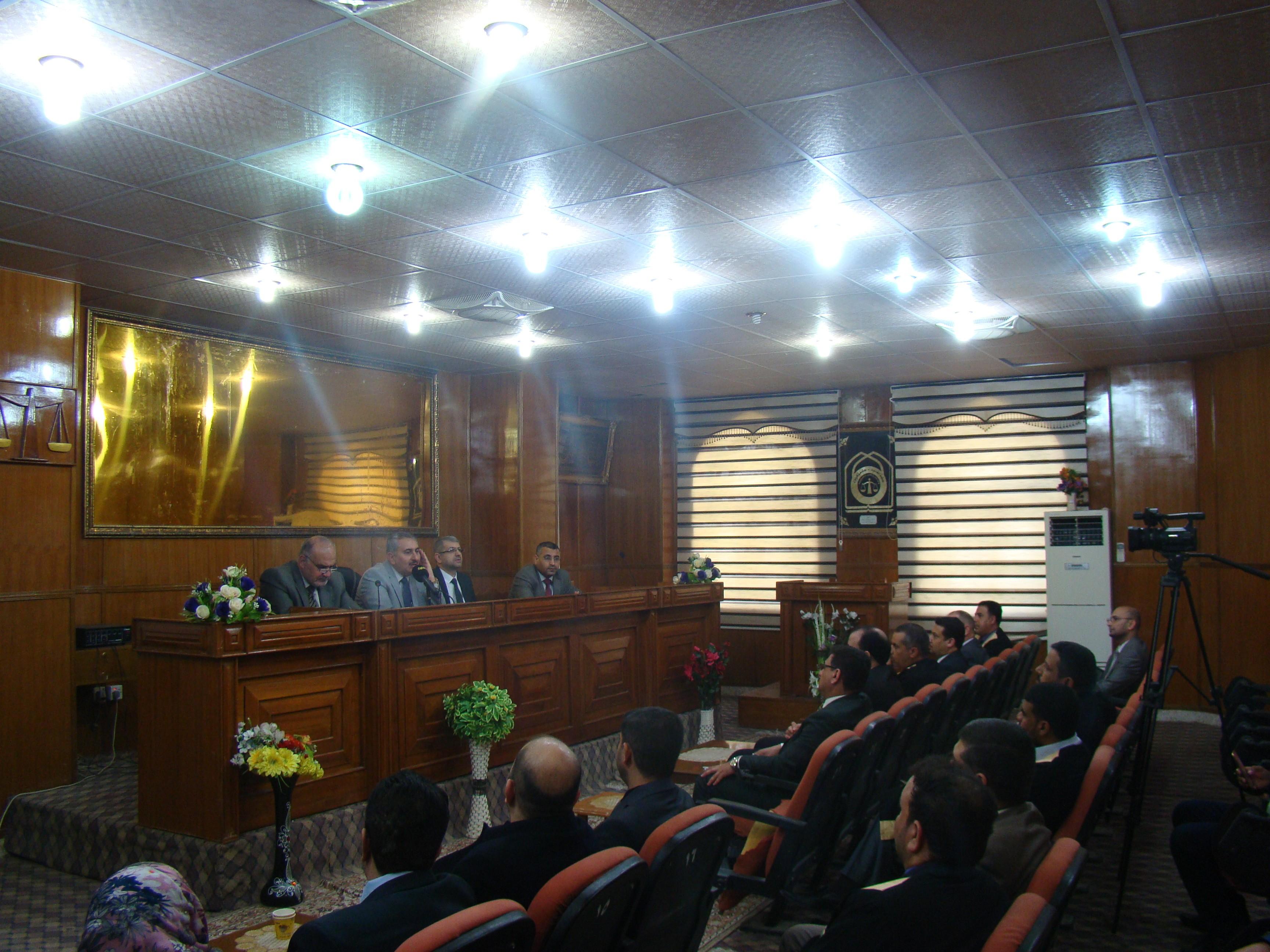 رئيس جامعة كربلاء يعقد اجتماعا بتدريسيي كلية القانون