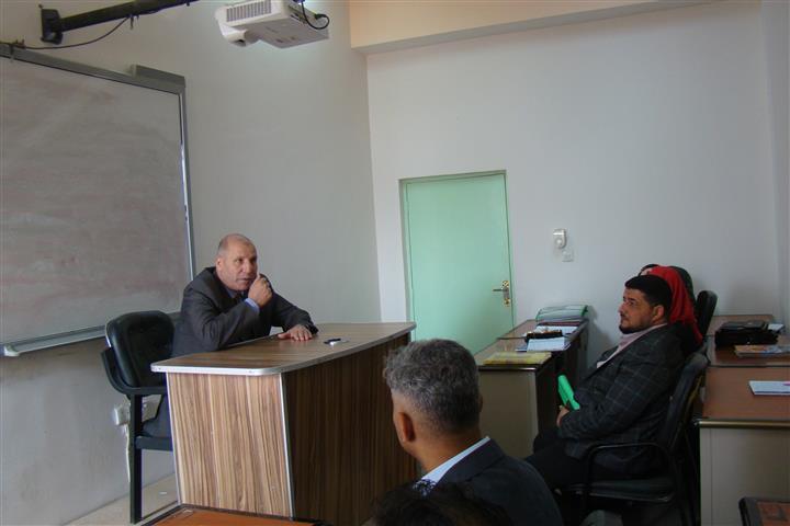 الأستاذ الدكتور أبو الخير يقيم محاضرة في كلية القانون